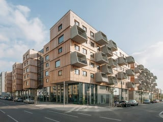 Der Gebäudekomplex mit 213 Wohnungen und acht gewerblich genutzten Einheiten ist ein Holzhybridbau (Ansicht Nordwest).