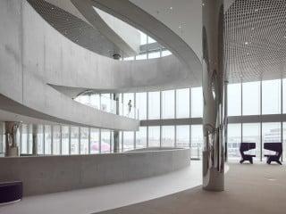Das neue Innovation Center bildet den Auftakt zum Areal des Unternehmens Merck in Darmstadt.