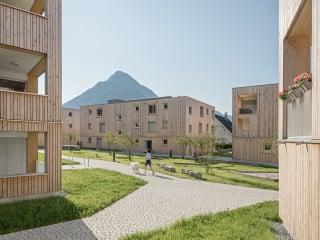 Im Bludenzer Ortsteil Brunnenfeld ist kürzliche eine neue Wohnsiedlung auf einem rund 8.500 Quadratmeter großen Areal am Ortsrand entstanden. Geplant haben das Projekt Maierhof die Architekten von feld 72.