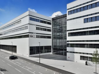 Das neue Institutsgebäude der Bergischen Universität Wuppertal wurde 2017 nach Plänen des Düsseldorfer Büros SOP Architekten fertiggestellt.