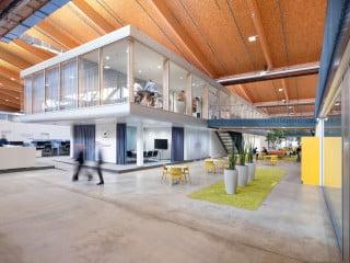 Vormals Produktionsstätte für Solarpaneele, dient die Halle in Eberstalzell heute der Forschung und Entwicklung, vor allem in den Bereichen Handel und Logistik.