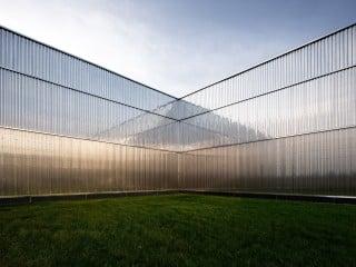 Im nordrhein-westfälischen Haan hat das Duisburger Architekturbüro aib ein Edelstahl-Stahlverteilzentrum errichtet.