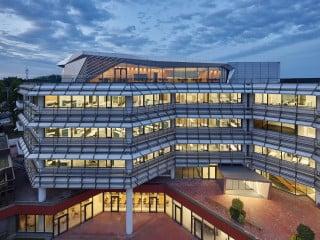 Fast genau 40 Jahre nach dessen Erbauung wurde das Gebäude der Stadtwerke Karlsruhe kernsaniert und an heutige Standards angepasst.