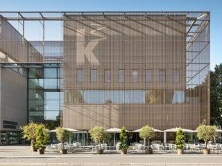 Mit dem Erweiterungsbau nach Plänen von gmp Architekten erhielt die Kunsthalle Mannheim nicht nur weitaus mehr Ausstellungsfläche, sondern auch das Restaurant Luxx.