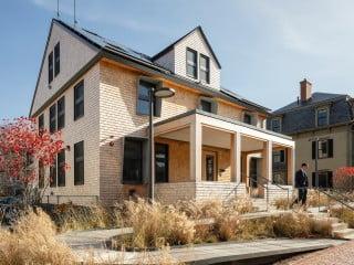 Das HouseZero, ein Projekt des Harvard Center for Green Buildings and Cities zusammen mit Snøhetta, soll zeigen, wie sich mit simplen Maßnahmen eine Nullenergiebilanz erzielen lässt.