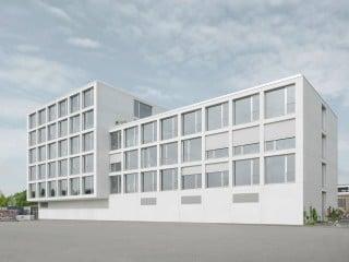 Das FUX - Festigungs- und Expansionszentrum nach Plänen von Birk Heilmeyer und Fenzel Architekten befindet sich in der Karlsruher Oststadt auf dem Areal des ehemaligen Schlachthofs.