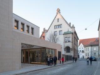Die neue Regensburger Synagoge mit Gemeindehaus nach Plänen von Staab Architekten ersetzt den 1938 von den Nazis zerstörten Vorgängerbau.