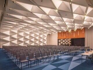 Die luxuriöse Herberge bietet 277 Zimmer und Suiten.