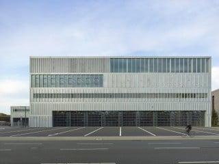 Rettung naht aus Kalk: In dem Kölner Stadtteil wurde nach Plänen von Knoche Architekten aus Leipzig das neue Feuerwehrzentrum Köln errichtet.
