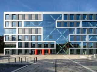 Gegenüber der einstigen Mensa ist das neue Seminargebäude der Hochschule Bochum entstanden.
