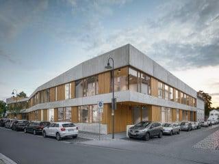 Das Kinder- und Jugendzentrum Pankratiusstraße nach Plänen von Waechter + Waechter Architekten vereint unterschiedliche Angebote.