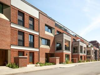 Abwechslungsreiches Fassadenbild: Das Projekt Stadtfinken der ARGE MoRe Architekten und Mudlaff & Otte Architekten sowie Studio Witt liegt im Hamburger Ortsteil Uhlenhorst.