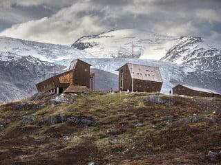 Wandern am Jostedalsbreen: Direkt am Fuße des Gletschers schuf das Architekturbüro Snøhetta ein Ensemble von Hütten für Wanderer und Touristen.