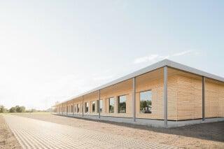 In kurzer Bauzeit entstand das eingeschossige Gebäude für die Ganztagesbetreuung am Gymnasium Markt Indersdorf.