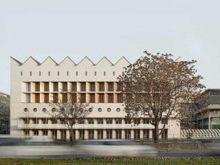 Längs der Konrad-Adenauer-Straße, vis-à-vis des Stuttgarter Landtaggebäudes, ist die Württembergische Landesbibliothek erweitert worden.