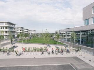 Der neue Bildungscampus in München Freiham wurde von Schürmann Dettinger Architekten in Zusammenarbeit mit Auer Weber Architekten geplant und realisiert.