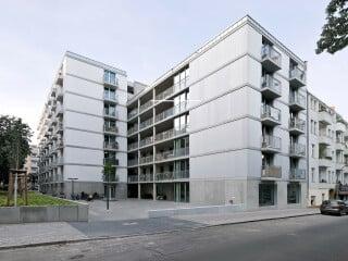 Im Rollbergquartier in Berlin-Neukölln entstand unter Federführung von EM2N Architekten eine Wohnanlage mit alternativen Wohnkonzepten.