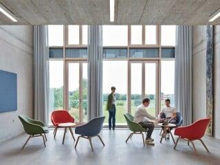 Mit dem Neubau des Regionalen Innovationszentrums für Energietechnik (kurz RIS) realisierten Birk Heilmeyer und Frenzel Architekten einen prägnanten Auftakt für den neuen Campus der Hochschule Offenburg.