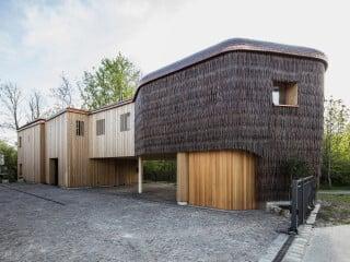 Das Gästehaus von Anna Heringer und Martin Rauch ist ein Ergänzungsbau für das Ayurverda Zentrum in Rosenheim.