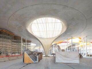 Die Planungen für den neuen Hauptbahnhof Stuttgart umfassen neben dem Neubau der Bahnhofshalle auch den Teilabriss und Umbau des denkmalgeschützten Bahnhofsgebäudes von Paul Bonatz sowie die Gestaltung der umliegenden Freianlagen (Visualisierung).