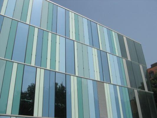 Fassade glas  Emaillierung | Fassade | Glossar | Baunetz_Wissen