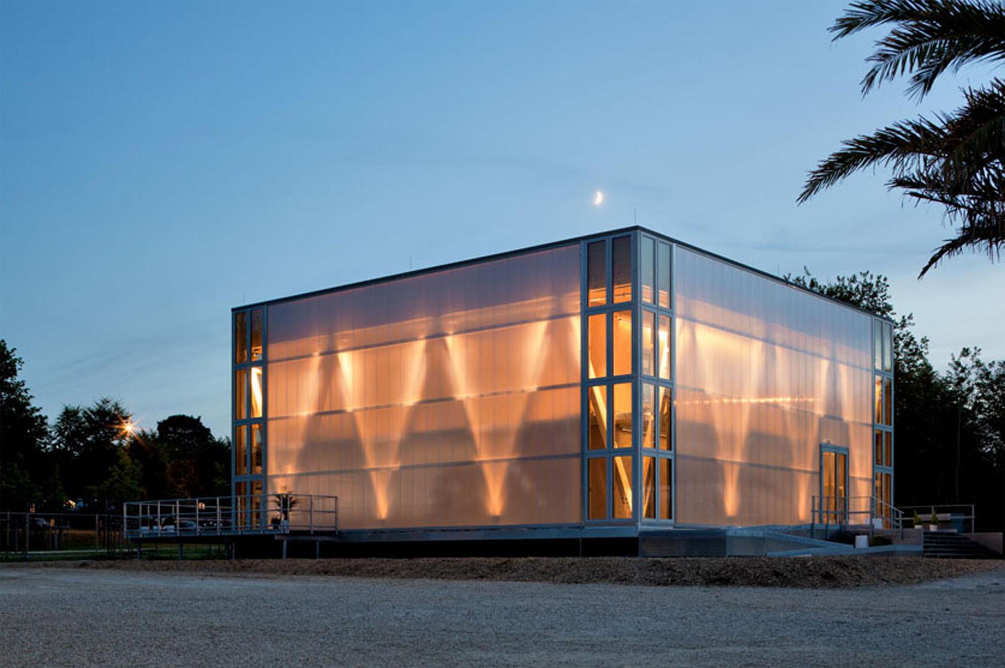 Beispiel Plusenergiehaus: An Zwei Lehrstühlen Der TU Darmstadt Wurde Das  Modulare Studentenwohnhaus Cubity Entwickelt, Das Nominiert Ist Für Den  DGNB Preis ...