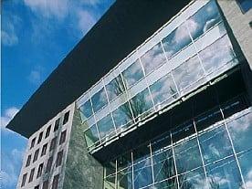 Eingangsbereich mit den verbindenden Obergeschossen