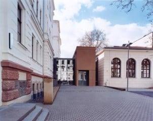 Die neue Mitte und die flankierenden, restaurierten Altbauten