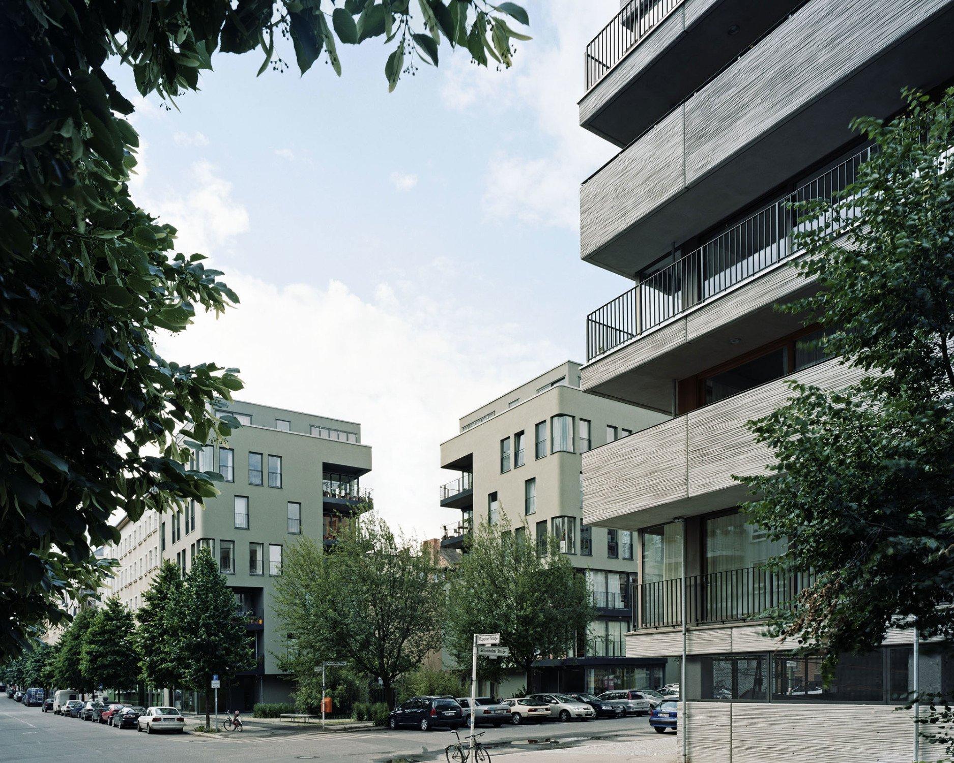 Mehrfamilienhaus in berlin beton wohnen mfh baunetz for Mehrfamilienhaus berlin