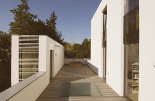 haus m in gr nwald bei m nchen flachdach wohnen. Black Bedroom Furniture Sets. Home Design Ideas