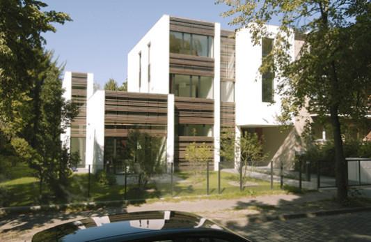 lamellenhaus in berlin flachdach wohnen baunetz wissen. Black Bedroom Furniture Sets. Home Design Ideas