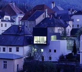 Blick vom Fluss Ybbs auf das Wohnhaus Krammer