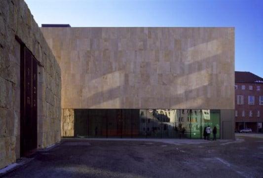 j disches museum in m nchen fliesen und platten kultur bildung baunetz wissen. Black Bedroom Furniture Sets. Home Design Ideas