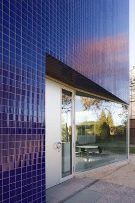 loki schmidt haus in hamburg fliesen und platten. Black Bedroom Furniture Sets. Home Design Ideas