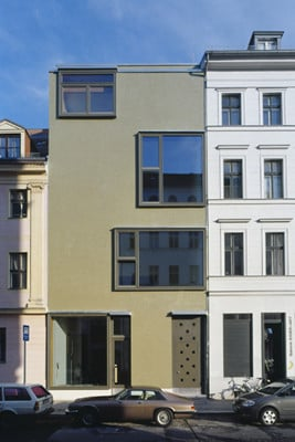 Das Grünes Glasmosaik Zwischen Stuckfassaden Wirkt Aus Der Ferne Als Fläche