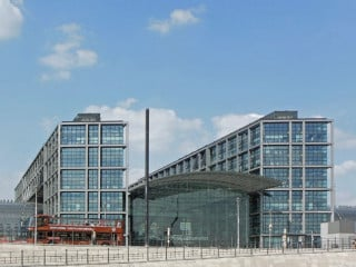 Ansicht des Berliner Hauptbahnhofs vom Washingtonplatz
