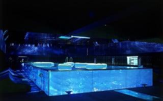Glaspool als virtuelle Wasserlandschaft und Begegnungsstätte