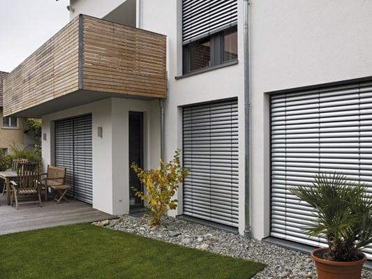 aufsatz raffstore sonnenschutz raffstore baunetz wissen. Black Bedroom Furniture Sets. Home Design Ideas