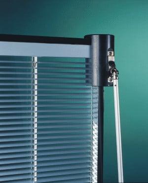 verglasung mit integriertem sonnenschutz systeme. Black Bedroom Furniture Sets. Home Design Ideas