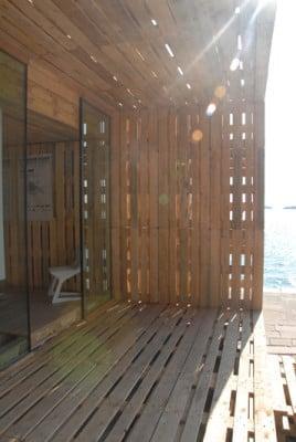 Palettenhaus nachhaltig bauen sonderbauten baunetz wissen - Paletten wand ...