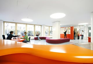 Aus einem halben Dutzend kleiner Büros wurde ein großer, lichter Raum