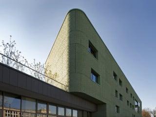 Das Botschaftsgebäude setzt sich aus Kanzlei, Konsulat und Botschafterresidenz zusammen