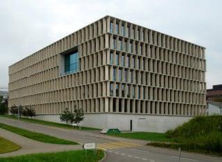 Das E-Science Lab bildet den östlichen Abschluss der ETH Zürich auf dem Hönggerberg