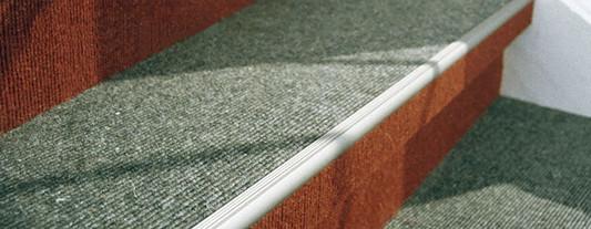 zubeh r von textilen bel gen boden textile bodenbel ge baunetz wissen. Black Bedroom Furniture Sets. Home Design Ideas