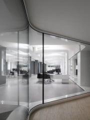 Das Kundenservicezentrum der Versicherung ist hell und offen gestaltet