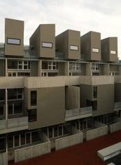 Gestapelte Wohnungstypen: Ansicht vom Hof