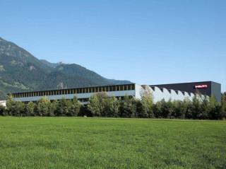 Das Gebäude liegt in ländlicher Umgebung