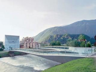 Das Museum in Bozen mit Brücke über die Talfer