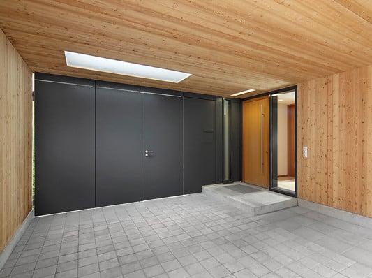 Carport Mit Holz Verkleiden ~ Der Carport ist in den mit Lärchenholz verkleideten eingeschossigen