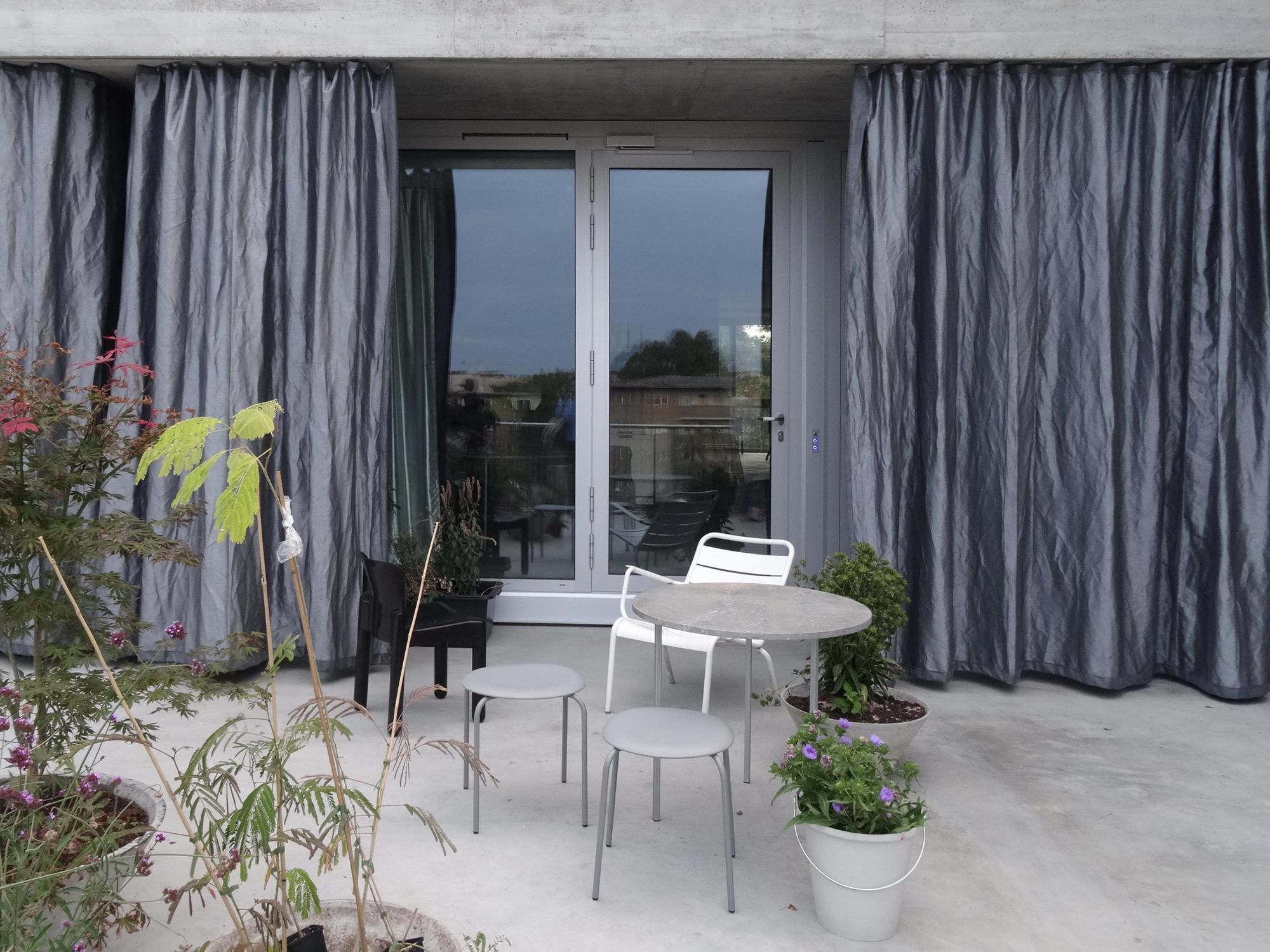 vorhang sonnenschutz glossar baunetz wissen. Black Bedroom Furniture Sets. Home Design Ideas
